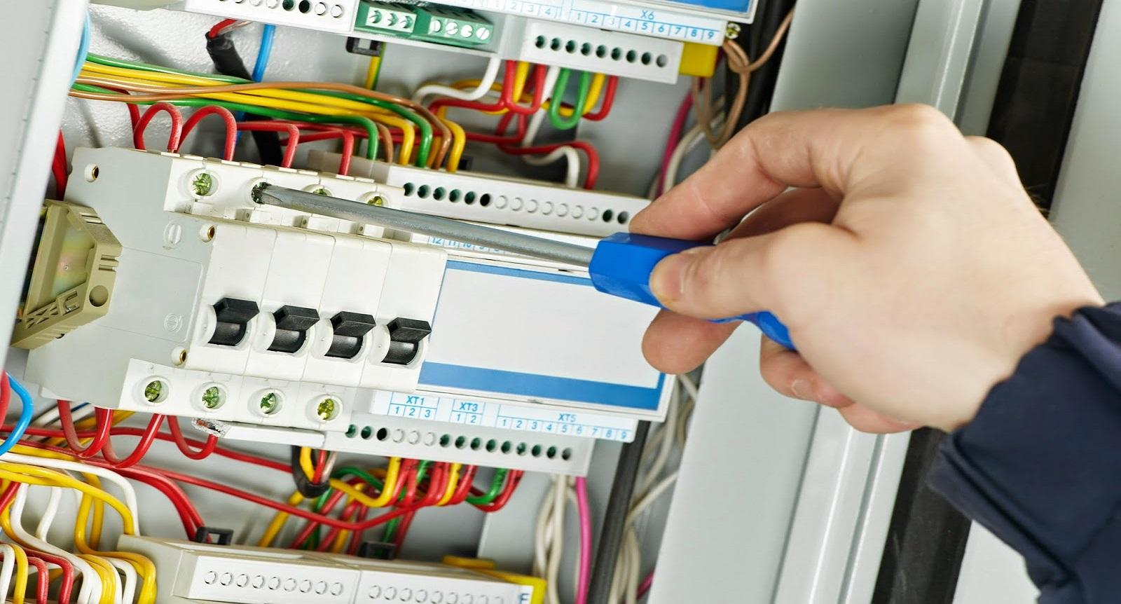 4 modalitati de a economisi atunci cand vine vorba de reparatiile electrice