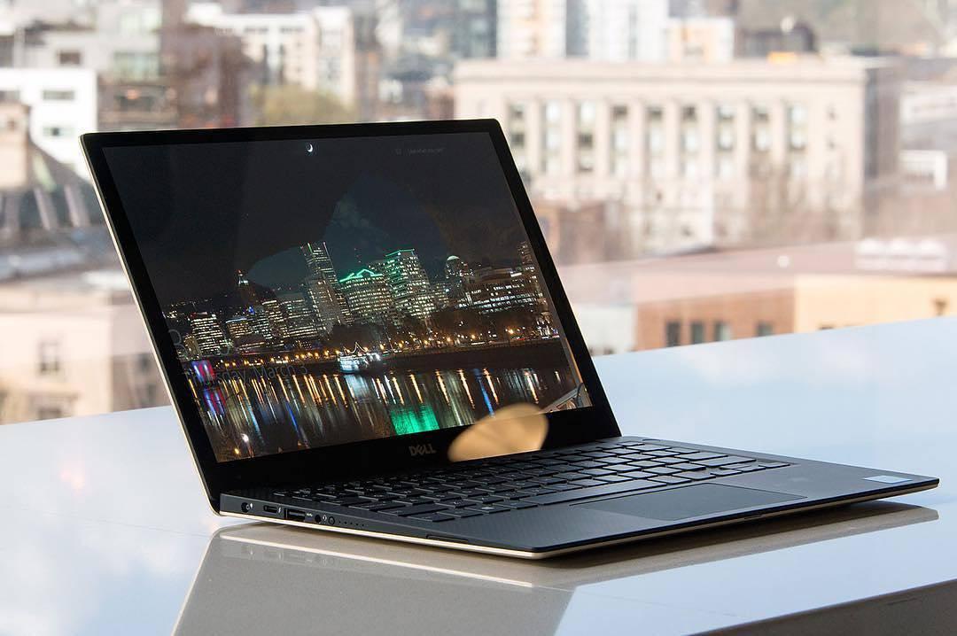 Ai nevoie de un laptop? Ce sa iti iei ca sa faci cea mai buna afacere!