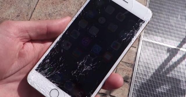 Cum se strica un display iPhone si cum se repara?
