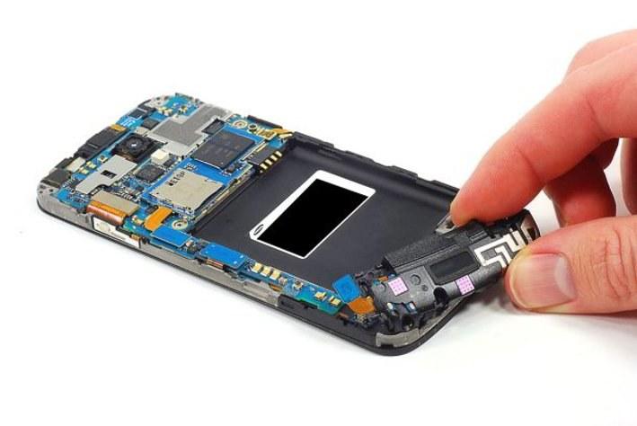 De ce sa imi repar telefonul la un service gsm?