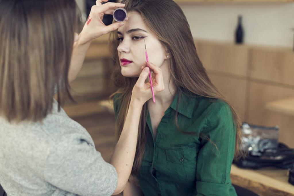 Ce produse cosmetice folosesc femeile?