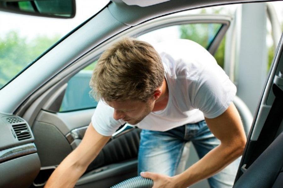 Cand si cum isi curata bucurestenii interiorul masinii?